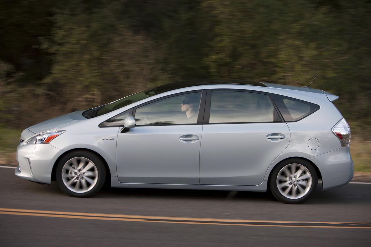 Foto de 2011 Toyota Prius v (24/77)