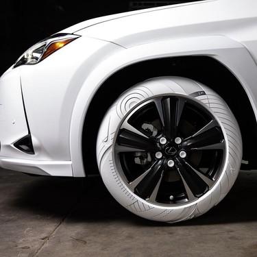 John Elliott diseña los neumáticos del nuevo UX 2019 de Lexus inspirados en el Air F1 de Nike