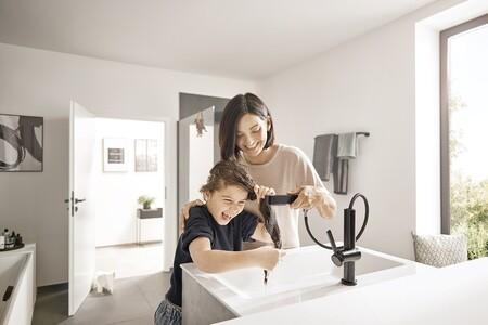 Baños cómodos y funcionales con la nueva grifería flexible de hansgrohe