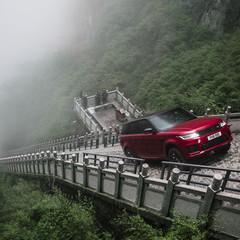 range-rover-sport-phev-escalera-en-china