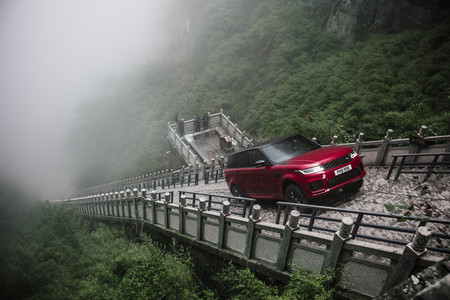 Range Rover Sport PHEV, escalera en China