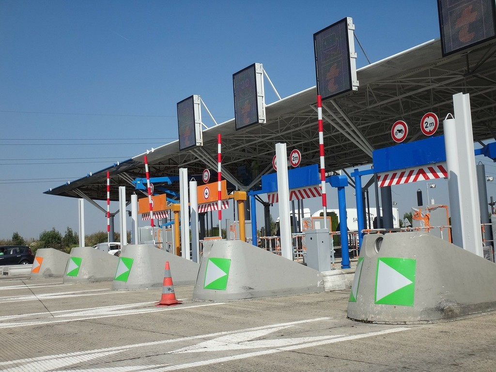 Las autopistas de Tarragona a Alicante y de Sevilla a Cádiz suprimen el peaje desde el uno de enero