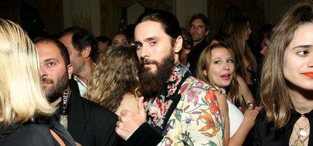 Así fue la desastrosa red carpet de Harper's Bazaar: con exceso de denim y flores incluido
