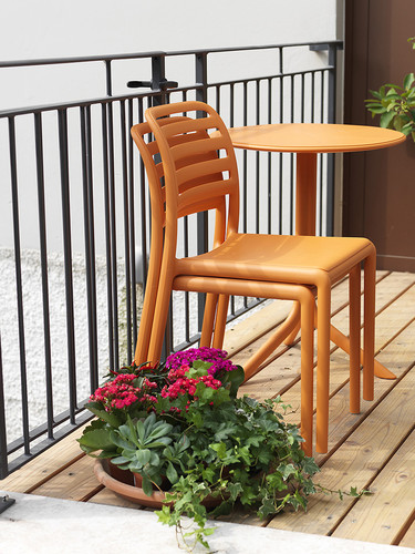 Cuando termina el verano, los muebles de exterior plegables y apilables son una gran idea