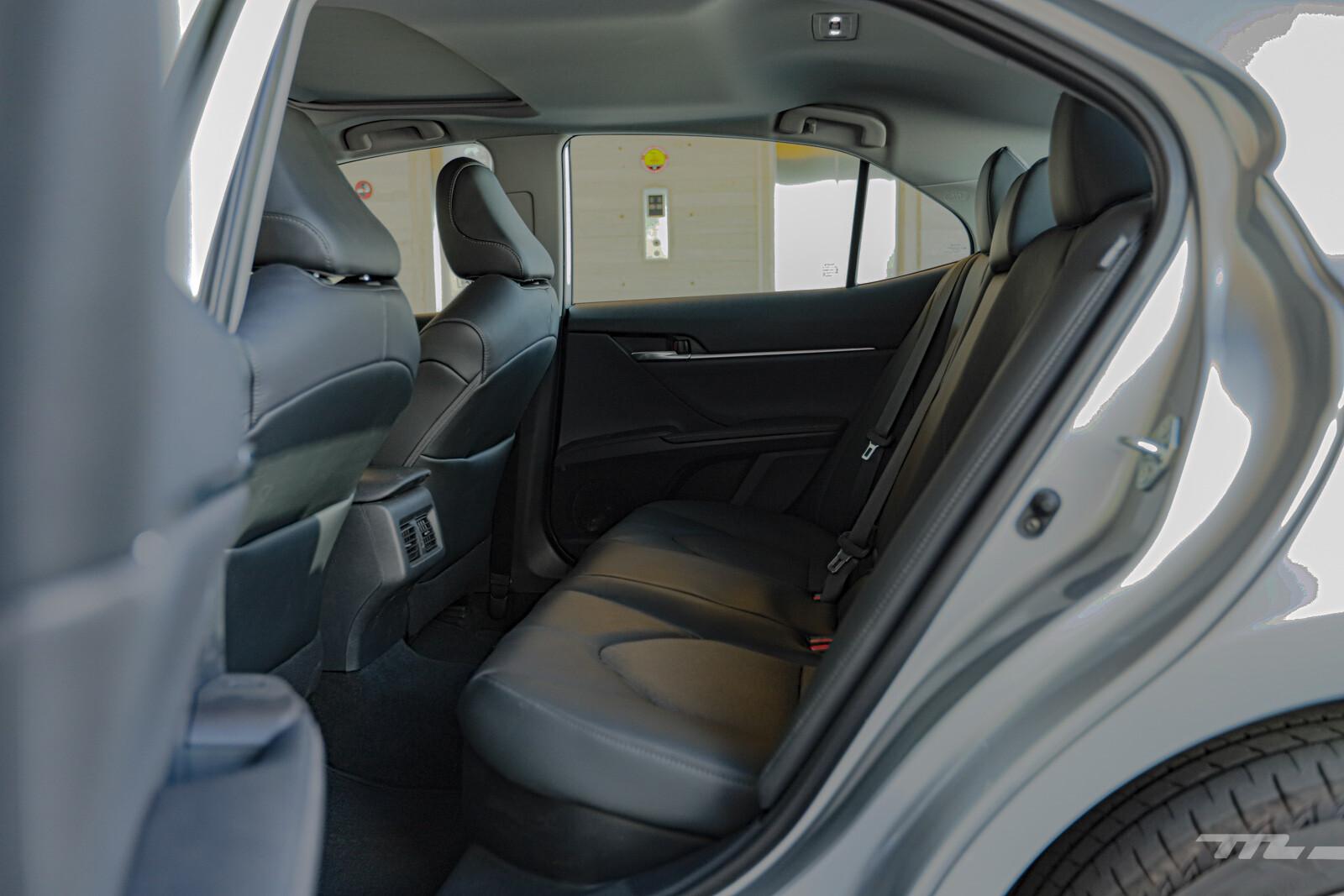 Foto de Toyota Camry Hybrid 2021 (36/38)