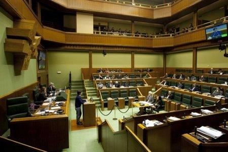 EH Bildu pide la suspensión del concurso de la Mesa del Parlamento vasco para la compra de 100 tablets