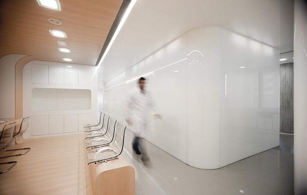 Una clínica dental aséptica y futurista