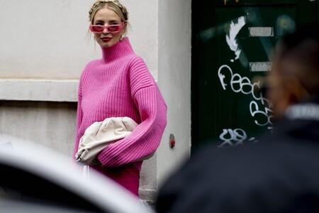 Nueve jerséis anchos que puedes llevar como si fuesen un vestido con leggings de polipiel y botas militares