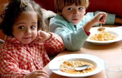 Riesgos en los comedores de niños y ancianos por excesiva elaboración de la comida ¿Y en casa?