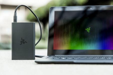 Según Razer los portátiles también necesitan una batería externa y nos presentan una de 12.800mAh