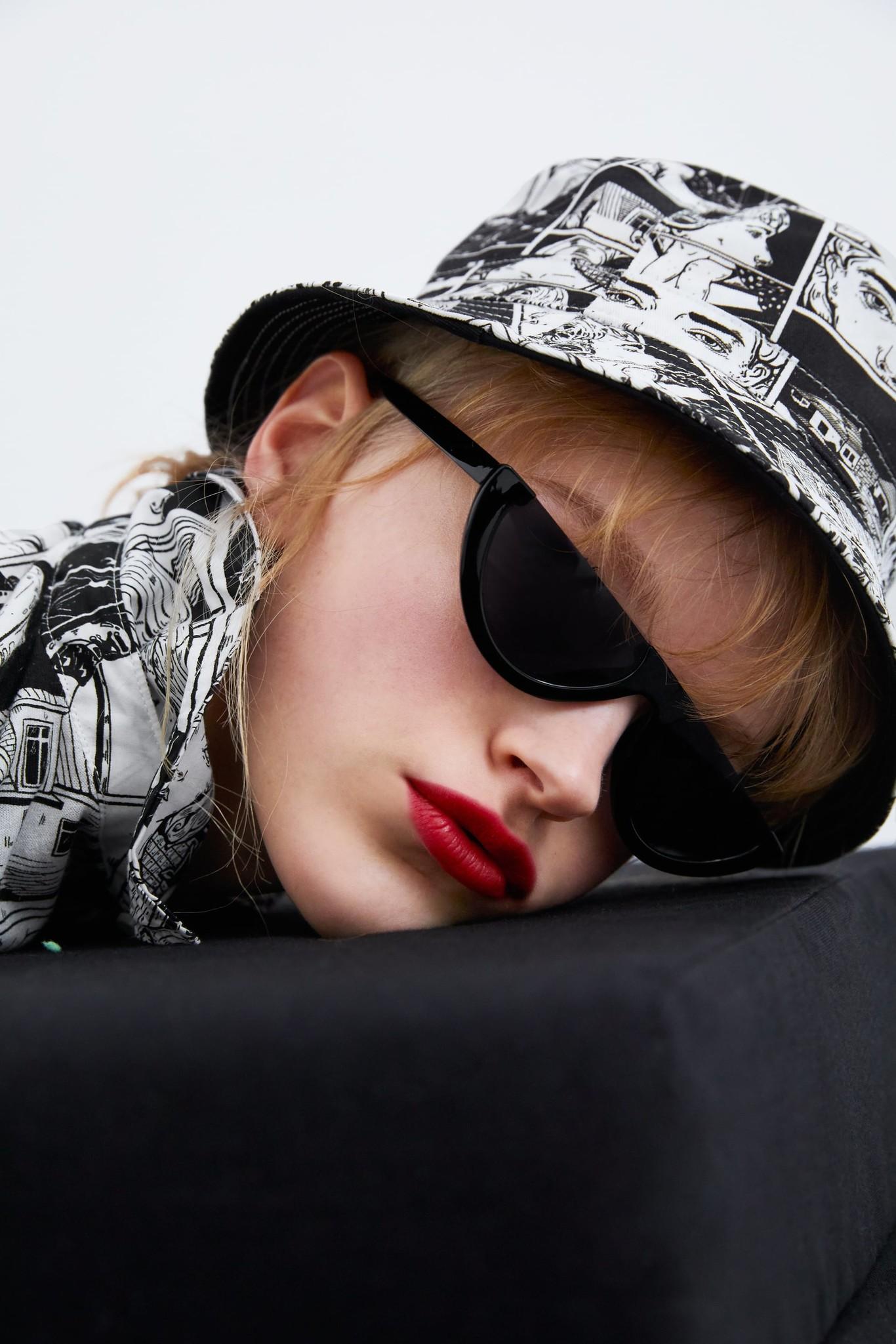 La última colección de Zara TRF es puro arte  tres mujeres artistas se  encargan de diseñarla bff019658074