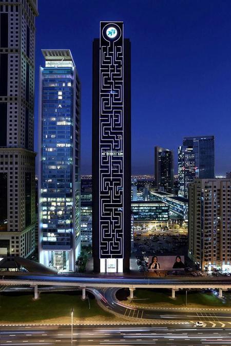Una empresa española llena de LEDs el laberinto vertical más alto del mundo en Dubai
