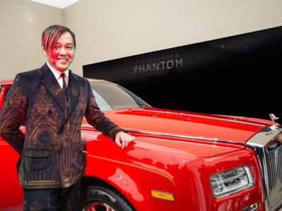 """""""Tenga, aquí está el primero de sus 30 Rolls-Royce Phantom, señor Hung"""""""