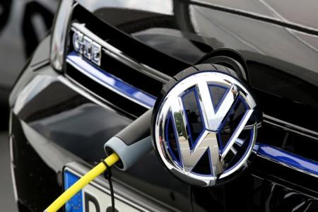 Volkswagen baraja construir su propia gigafactoría de baterías en China