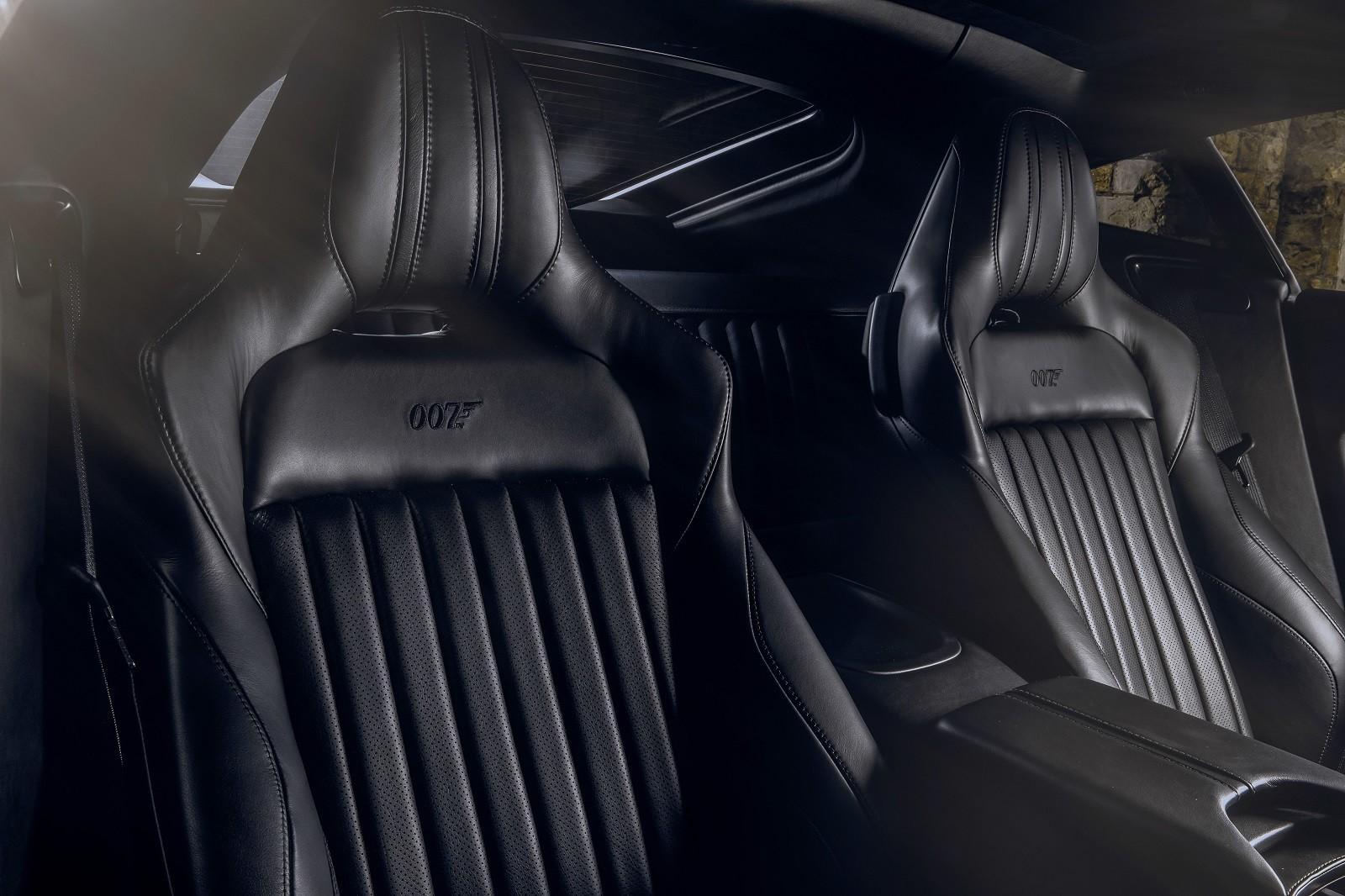 Foto de Aston Martin Vantage y DBS Superleggera 007 Edition (8/39)