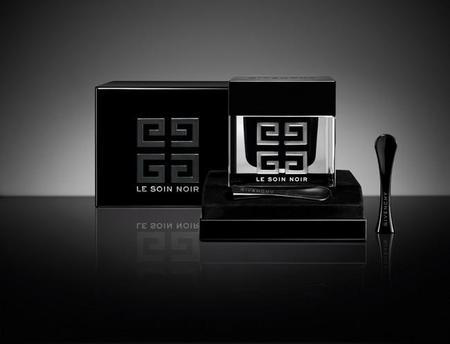 La segunda generación de Le Soin Noir de Givenchy creada para invertir el reloj celular