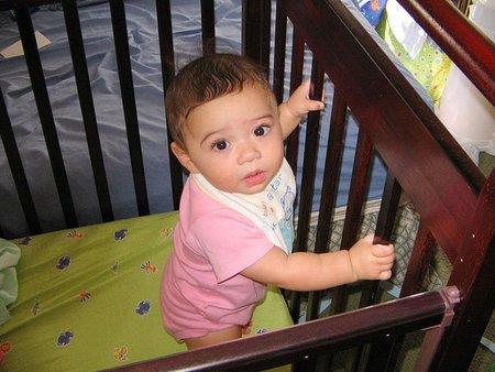 Cientos de niños se hacen daño tratando de salir de la cuna