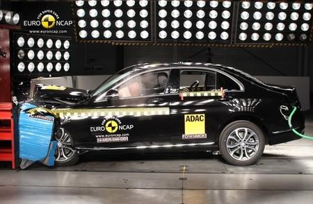 Los renovados Mercedes Clase C e Hyundai i10 son probados por EuroNCAP