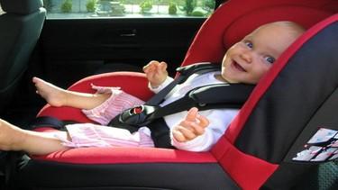 Nunca hay que dejar al bebé solo en el coche