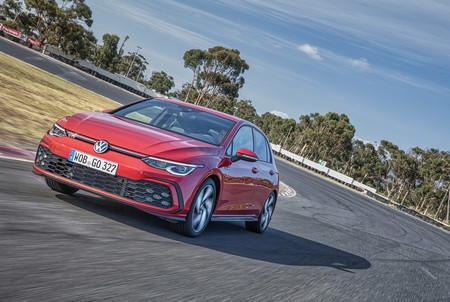 El Volkswagen Golf GTI 2021 estira las piernas para sus primeras fotos fuera del estudio