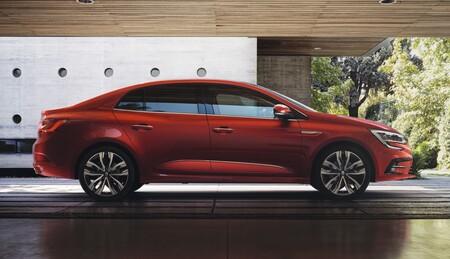 Renault Megane Sedan 2021 02