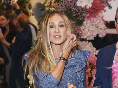Carrie Bradshaw se enamoraría del último estilismo de Sarah Jessica Parker (nosotras ya lo hemos hecho)