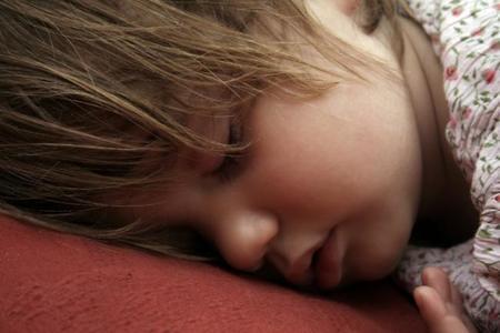Niño con ronquidos