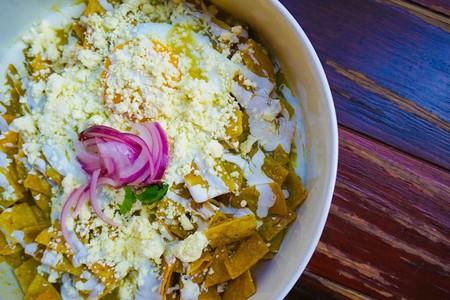 Chilaquiles con salsa de habanero. Receta fácil para el desayuno