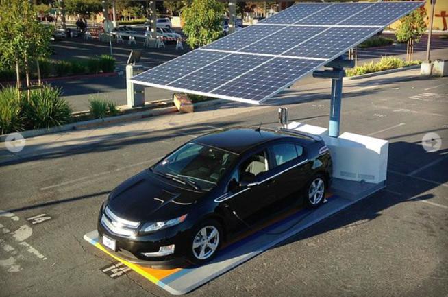 Las estaciones de recarga para coches eléctricos se vuelven solares, móviles y gratuitas
