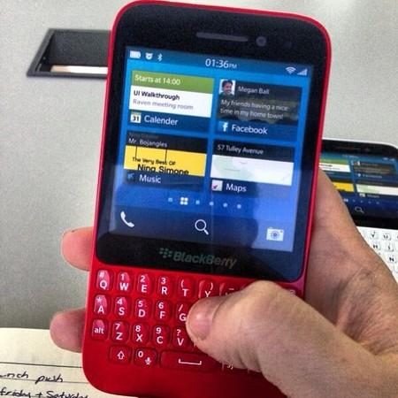 BlackBerry R10, dispositivo de entrada con BlackBerry 10 ahora en rojo