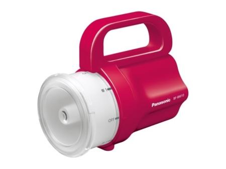 La linterna de emergencia de Panasonic acepta cualquier pila, la que tengas a mano