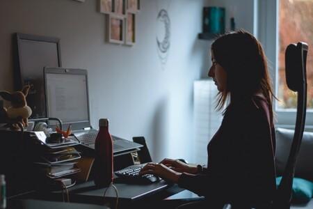 Dispositivos personales y solucionando problemas por nuestra cuenta: un año trabajando desde casa por la pandemia