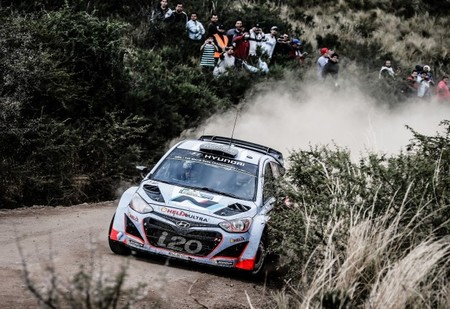 Hyundai modifica su i20 WRC para mejorar la fiabilidad