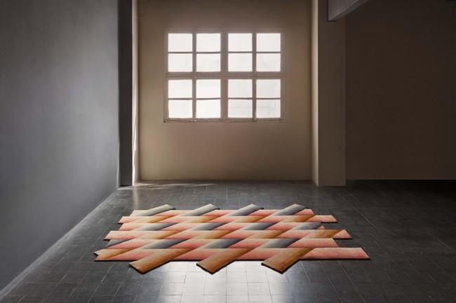 """""""Mirage"""" para GAN_Rugs: la alfombra de Patricia Urquiola que conquista las tres dimensiones con la ilusión visual del color en movimiento"""