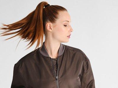 50% de descuento en la chaqueta Reebok Favorite en marrón: ahora cuesta 37,45 euros en Zalando