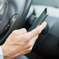 Conducir mirando el móvil ya es más peligroso que hacerlo bajo los efectos del alcohol