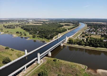 El increíble puente de agua de Magdeburgo: con 918 metros es el más grande en su categoría y por el circulan hasta barcos