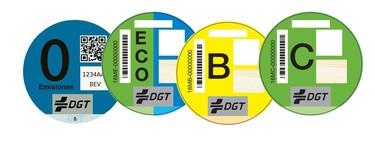 Todo sobre la pegatina ECO de la DGT: cuál lleva tu coche, cómo pedirla y dónde colocarla