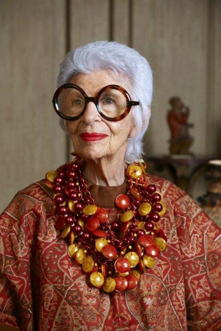Iris Apfel para Yoox: la extravagancia hecha mujer y hecha joya