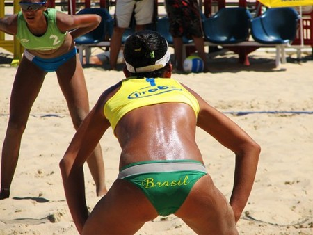 Voley playa, un deporte perfecto para tonificar piernas. Operación bikini