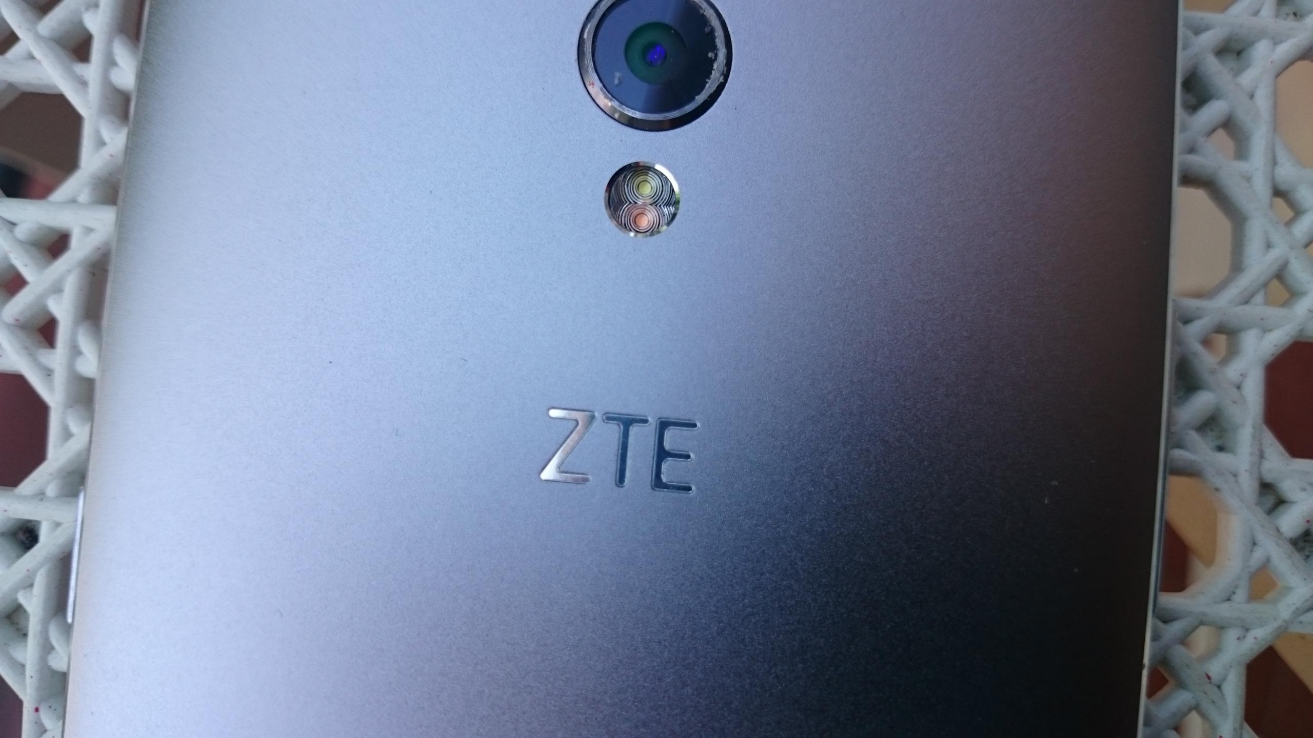 Foto de ZTE Blade V7, diseño (12/12)