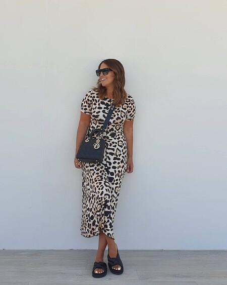 Paula Echevarría se une a la tendencia del animal print de la mano de Mango con un vestido midi que cuesta menos de 30 euros
