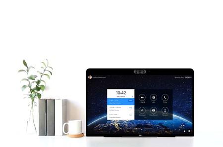Zoom presenta su propia pantalla para conferencias: un panel de 27 pulgadas con tres cámaras y 8 micrófonos