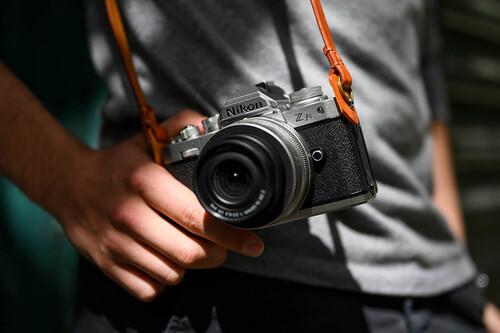 Nikon Z fc, anunciada oficialmente la mirrorless de aspecto vintage de la serie Z con sensor APS-C, 20 Mpíxeles y tres nuevos objetivos
