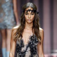 Las ninfas de Atelier Versace se dan cita en París en la Alta Costura Otoño-Invierno 2015/2016