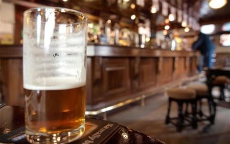 Pubs gurmet, en pequeños pueblos o con cerveza propia. Algunos de los mejores pubs de Gran Bretaña.