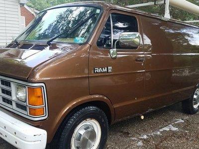 Las camionetas de espionaje sí existen y te puedes hacer de una en una subasta