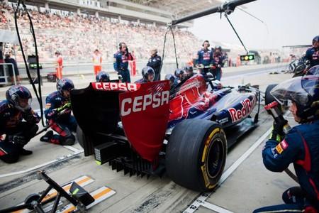 Pirelli quiere tener más paradas en boxes para 2013