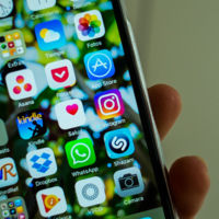 Instagram ahora permite guardar las historias y bloquear las de otros usuarios