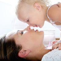 Cuando una madre juega con su bebé, su actividad cerebral imita a la de su hijo